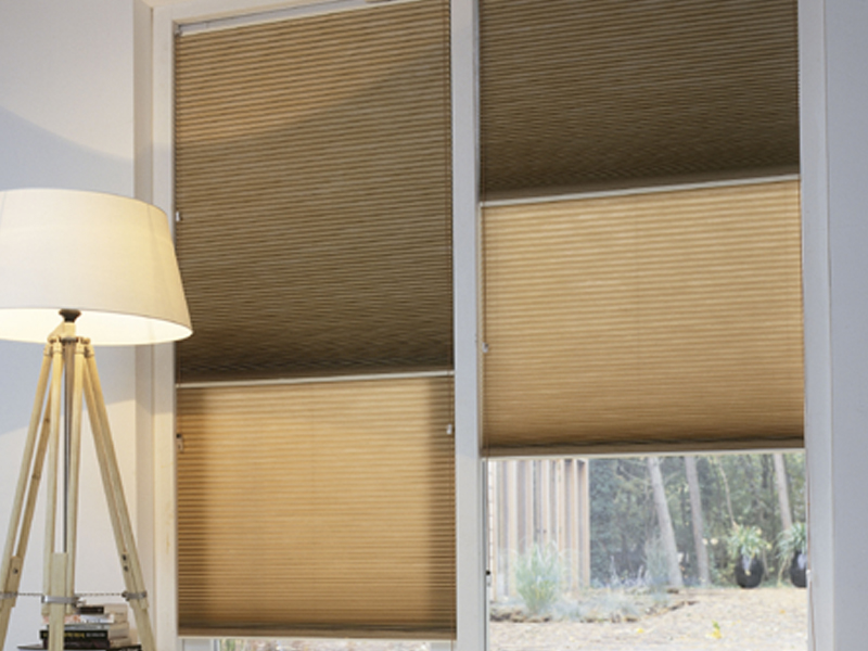 with cortinas para ventanas abatibles